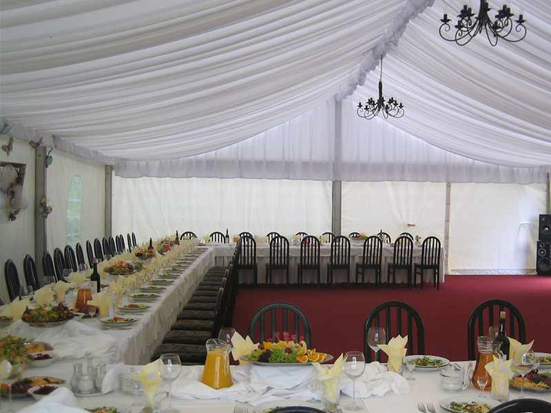 Hala weselna o wymiarach 10x15 m na uroczystość dla 100 gości