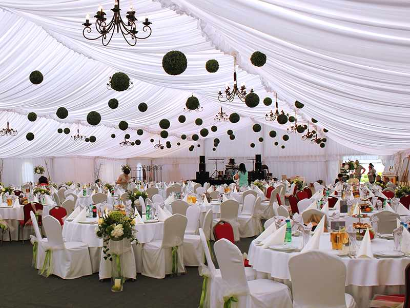 Hala weselna o wymiarach 20x40 m na uroczystość dla 280 gości