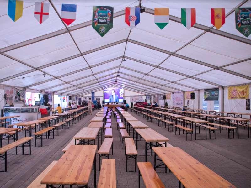 Aranżacja kompletów piwnych w Strefie Kibica na 900 miejsc siedzących