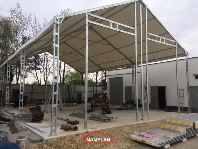 konstrukcja ghali namiotowej z bramami