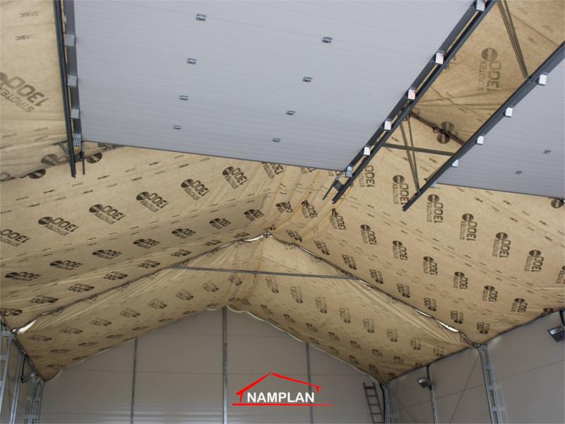 stelaz bramy segmentowej w hali 10x15m z plyty warstwowej